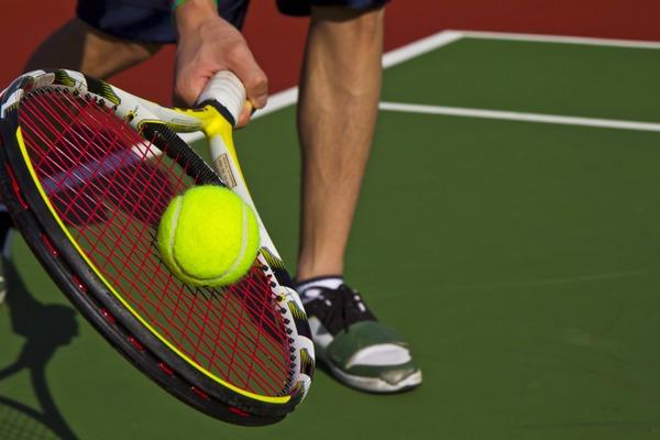 Чешский теннисист отразил удар лежа и выиграл розыгрыш