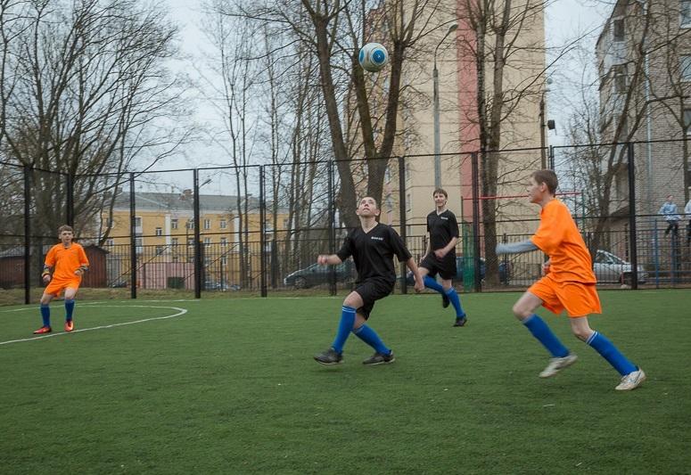 В Смоленске определились победители школьного турнира по футболу