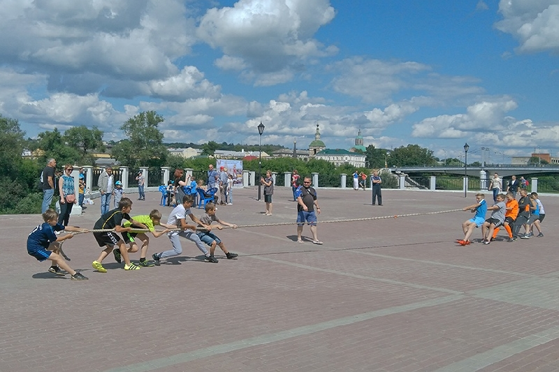 В Смоленске на набережной Днепра прошли спортивные состязания