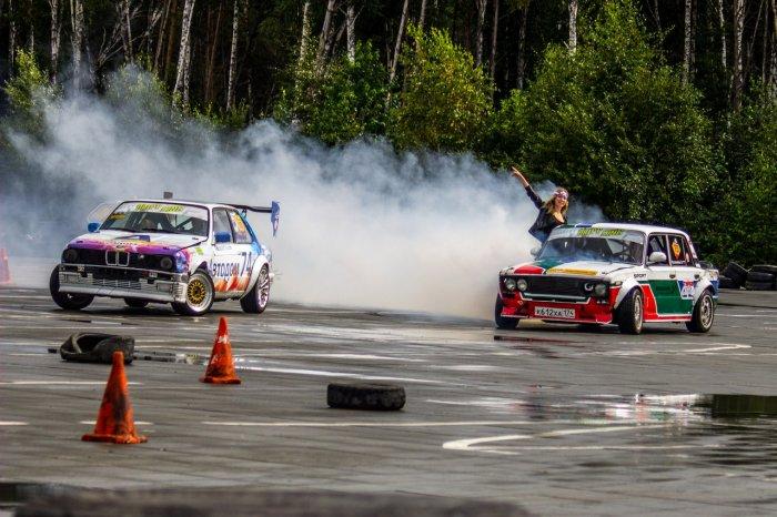 Дым и рев моторов: в Екатеринбурге прошли соревнования по дрифту