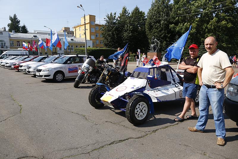 В Смоленск прибыл международный автопробег, посвященный 90-летию служения Отечеству ДОСААФ России