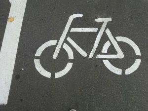 У смолянки похитили велосипед, который она оставила возле администрации Рудни