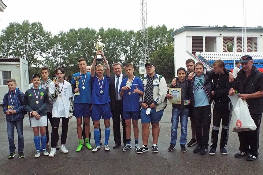 Среди образовательных учреждений Заднепровья прошел турнир по мини-футболу памяти Героя России С.А. Железнова