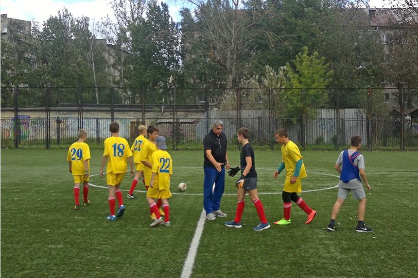 В Ленинском районе начался футбольный турнир среди школьников