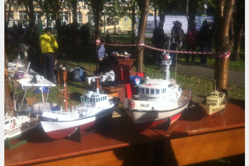В Смоленске в Лопатинском саду провели соревнования по судомодельному спорту