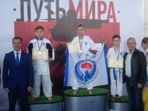 Юные смоленские каратисты привезли три бронзовых награды с российских соревнований