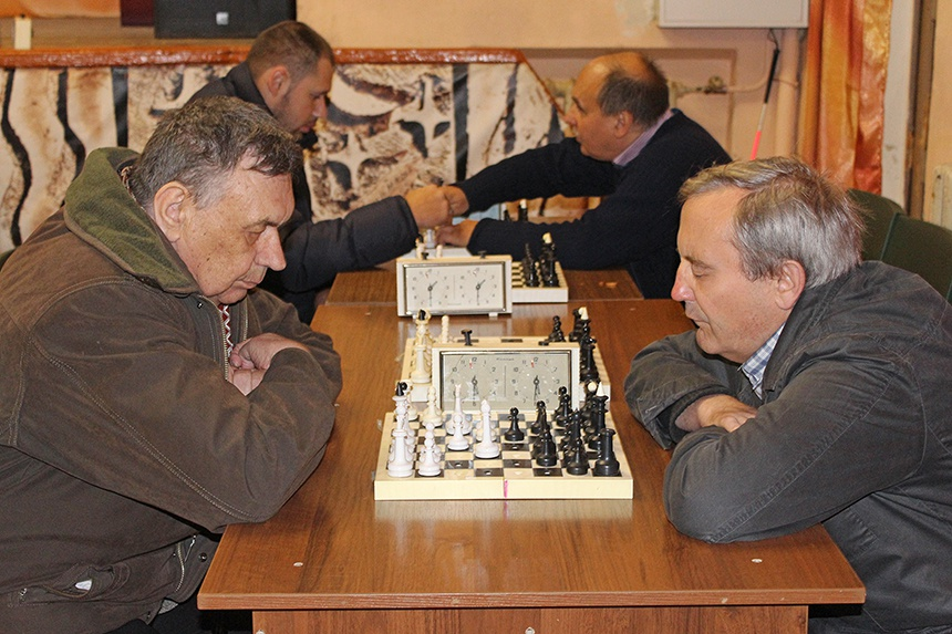 В Смоленске состоялся шахматно-шашечный турнир среди людей с ограниченными возможностями