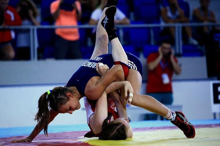 В Смоленске состоится первенство России по вольной борьбе среди девушек