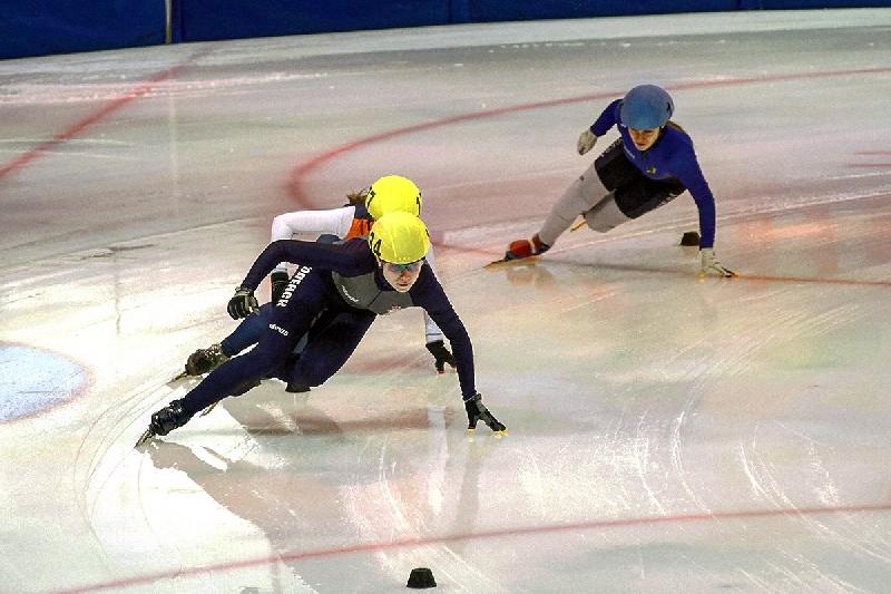 Смолянка выиграла межрегиональные соревнования по шорт-треку