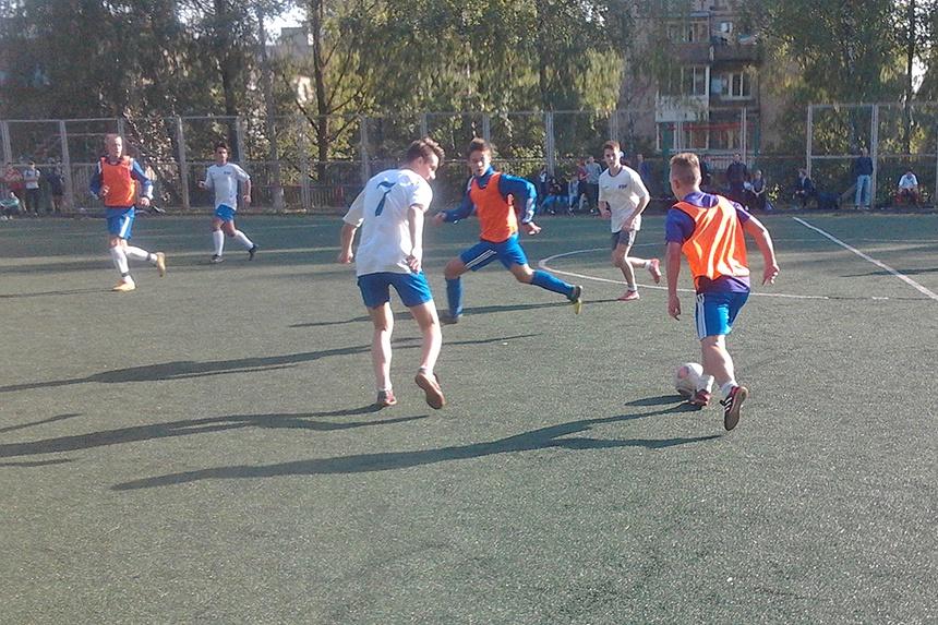 В Смоленске состоялось первенство Промышленного района города по футболу среди школьников