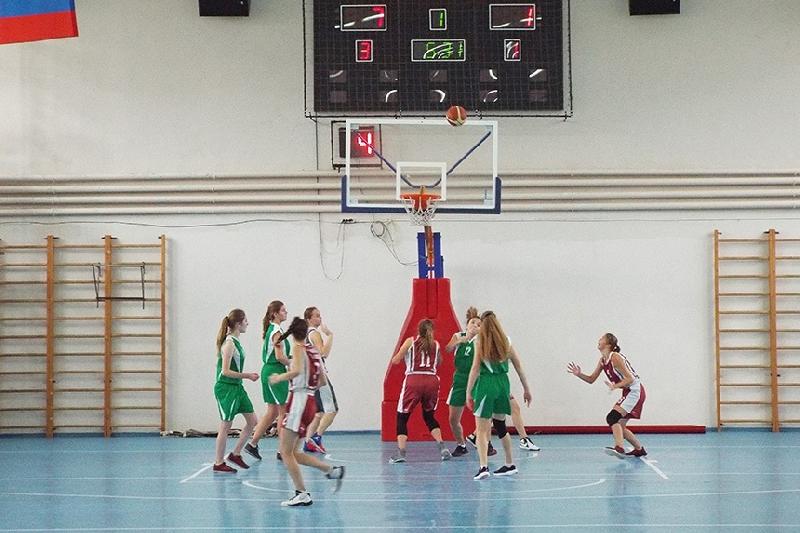 В Смоленске в Заднепровье прошли соревнования по баскетболу