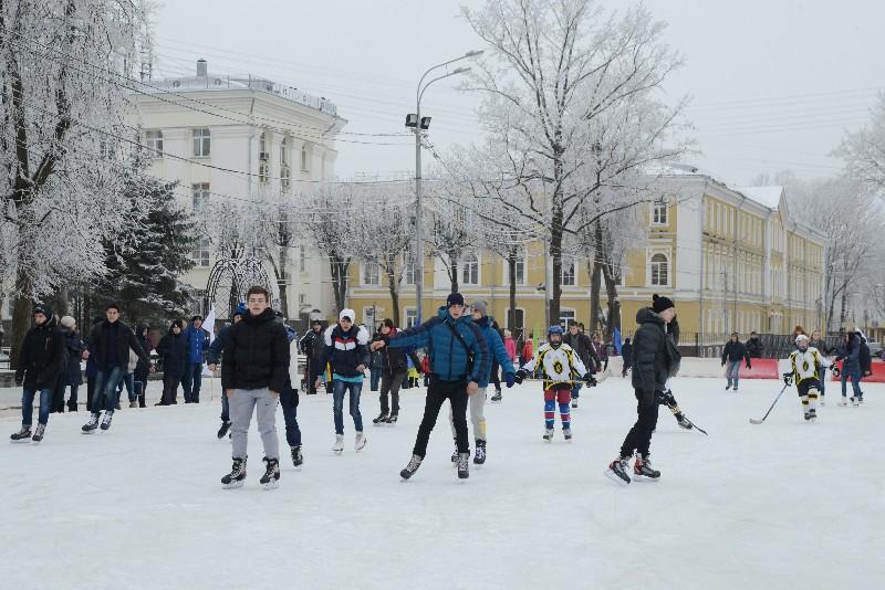 В Смоленске зимой будут открыты 8 катков и 2 хоккейные коробки
