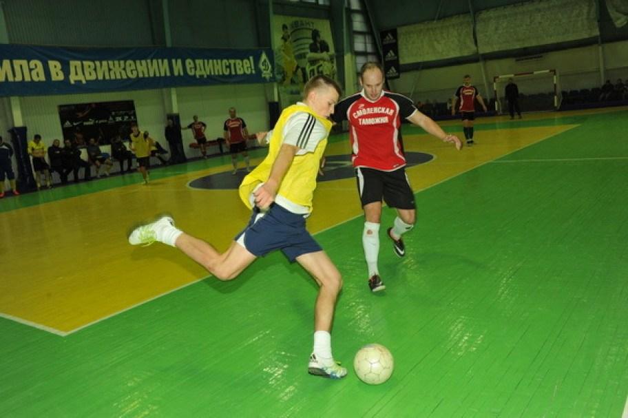 Смоленские таможенники сыграли со студентами в мини-футбол