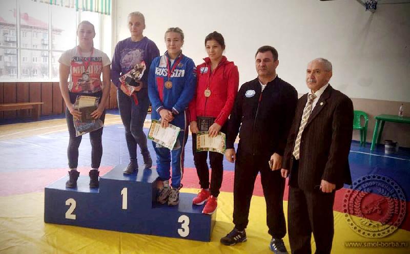Студентки смоленского училища успешно выступили на турнире по вольной борьбе в Могилеве