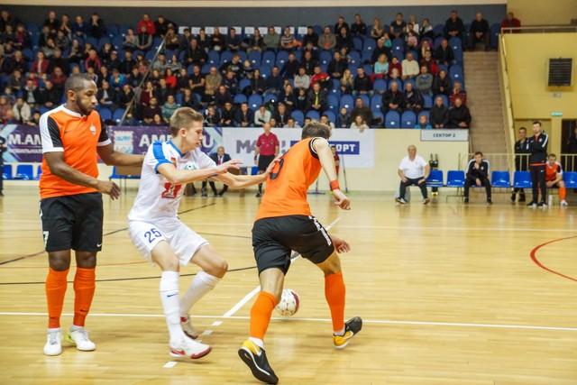Смоленский «Автодор», уступая два мяча, обыграл «Дину»