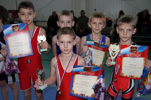 В Хиславичах состоялся Новогодний турнир по вольной борьбе