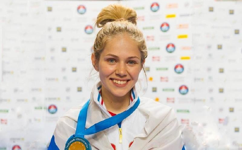 Студентка смоленского училища завоевала «золото» на чемпионате Европы по тхэквондо