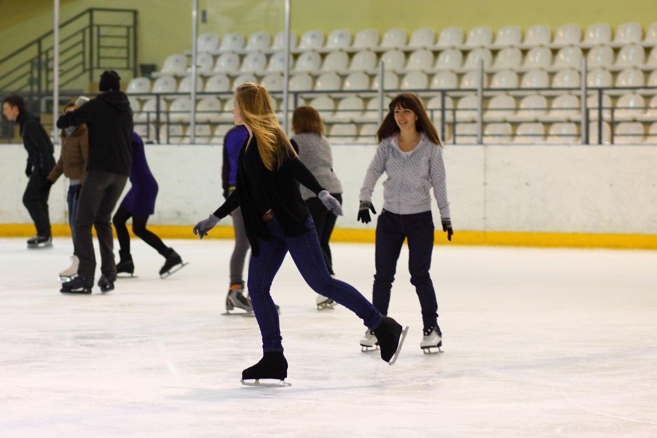 В Смоленске в честь Дня Конституции можно покататься на коньках бесплатно
