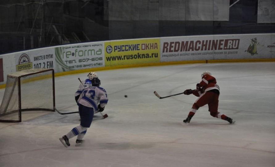 В чемпионате Смоленска по хоккею «Монолит» переиграл «Кристалл»
