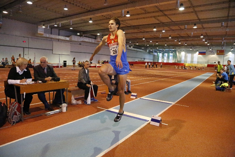 Смоленский легкоатлет стал вторым на стартах в Москве