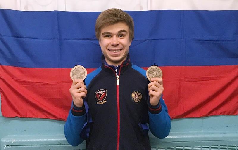 Выпускник смоленского училища олимпийского резерва завоевал медали на чемпионате мира по шорт-треку
