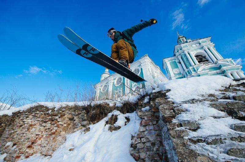 Смоленским лыжникам приходится кататься по православным святыням