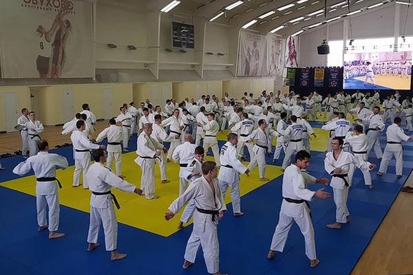 Смоленские тренеры по дзюдо вернулись с семинара в Обухове с новыми знаниями