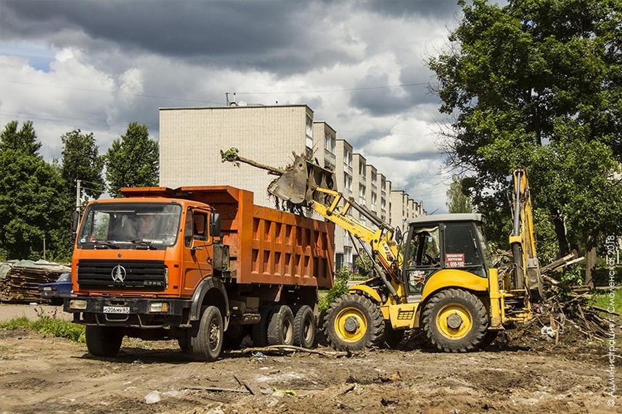 В Смоленске начали строить новую спортплощадку рядом со школой