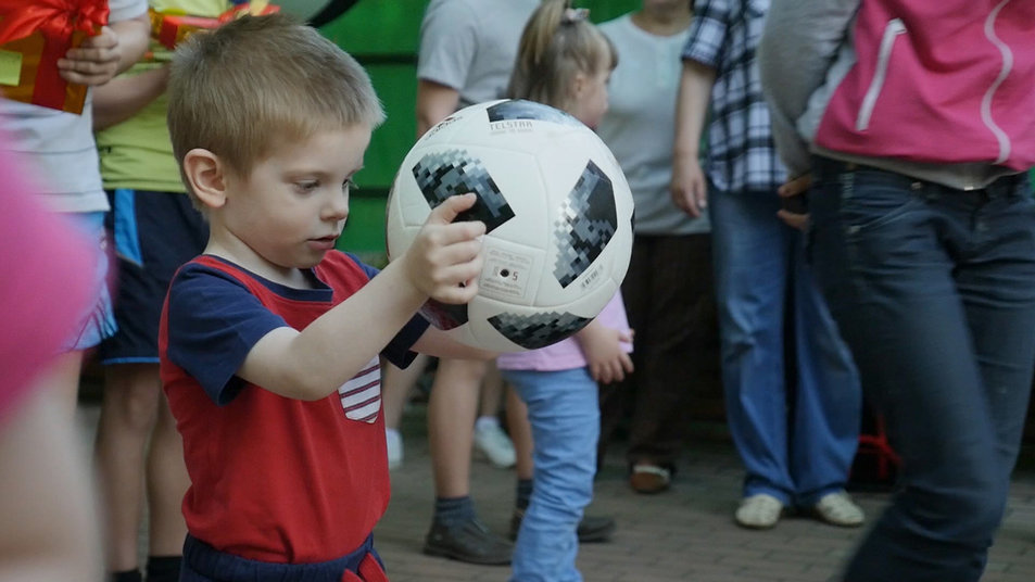 Детский дом в Смоленской области получил подарки от футбольной сборной России