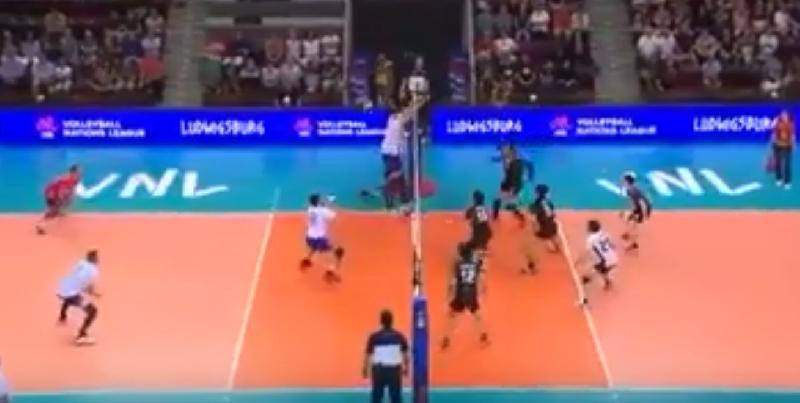 Видео с участием смоленского волейболиста стало хитом Интернета