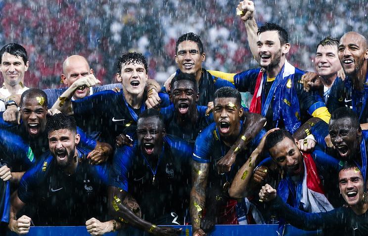 Чемпион мира по футболу сборная Франции вылетела из России в Париж