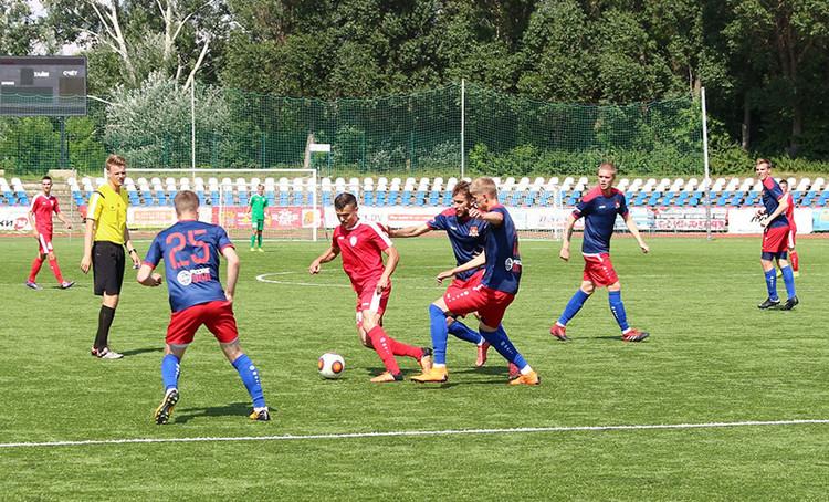 Смоленский «Днепр» заявил 21 футболиста для участия в первенстве России