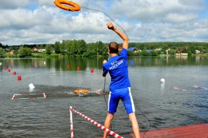 Смоляне принимают участие в соревнованиях среди юных спасателей-водников