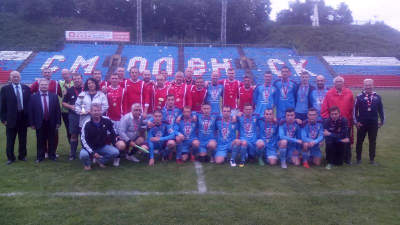В Смоленске на стадионе «Спартак» почтили память Леонида Теплякова