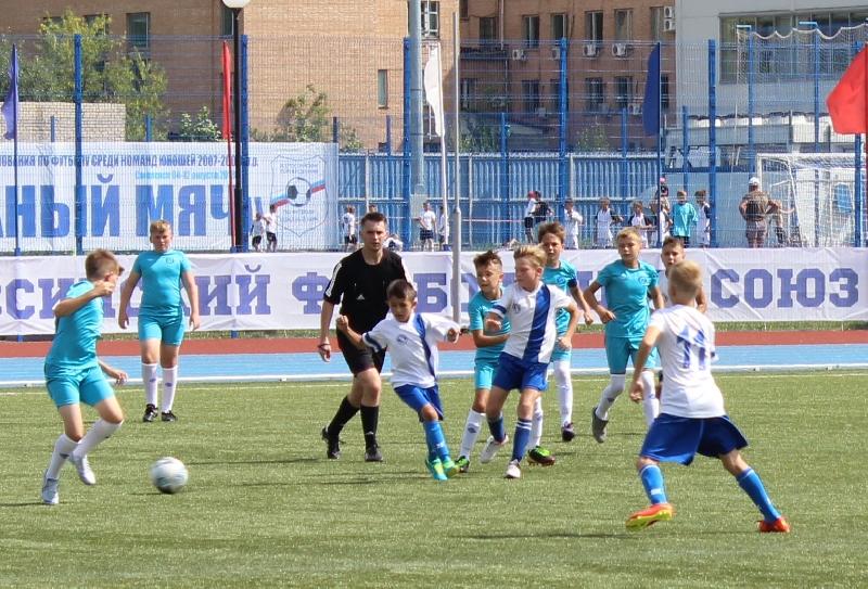 В Смоленске открылись Всероссийские финальные соревнования по футболу «Кожаный мяч»
