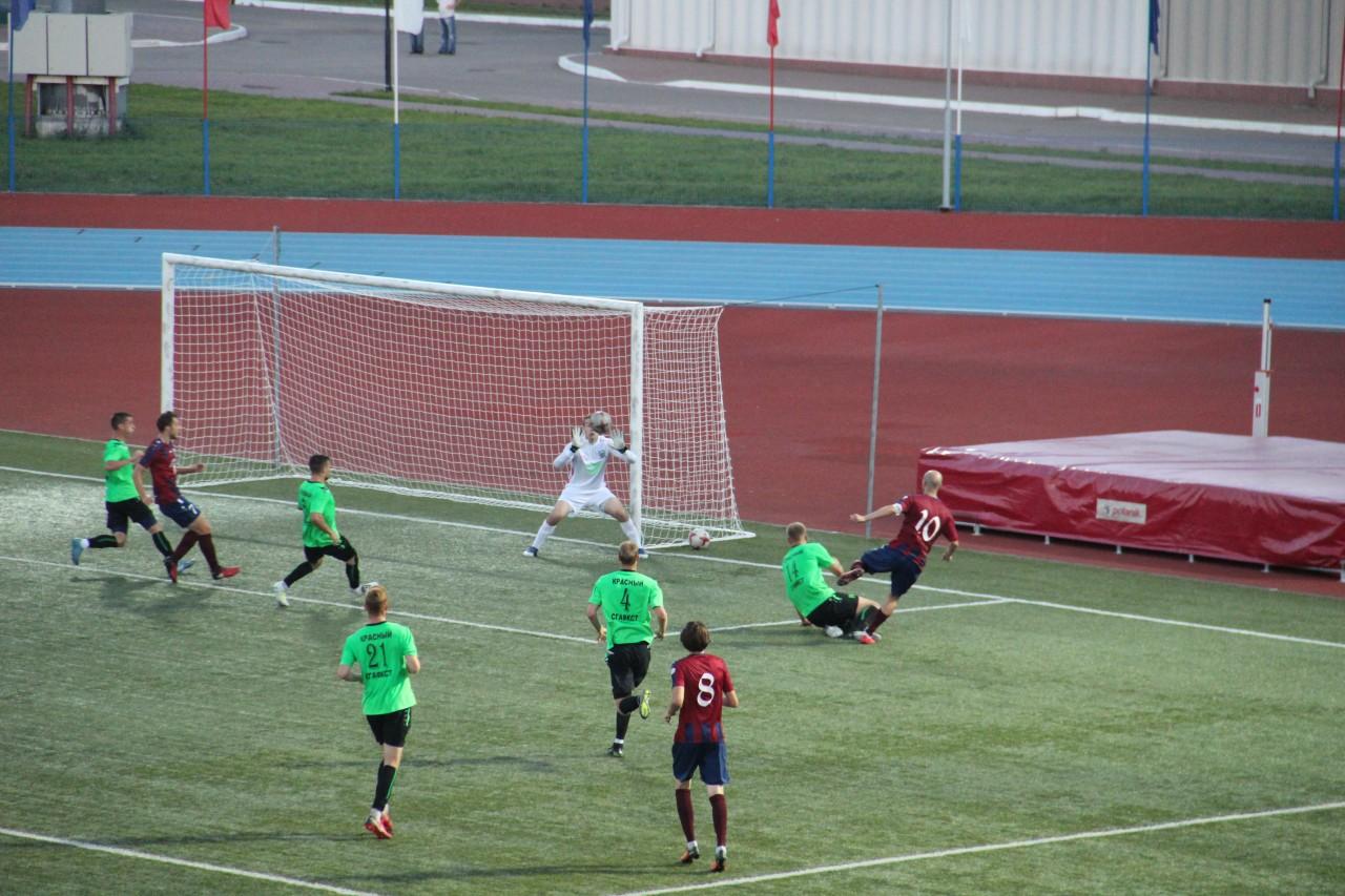 В Смоленске футбольный «Днепр» в дерби разгромил «Красный-СГАФКСТ»