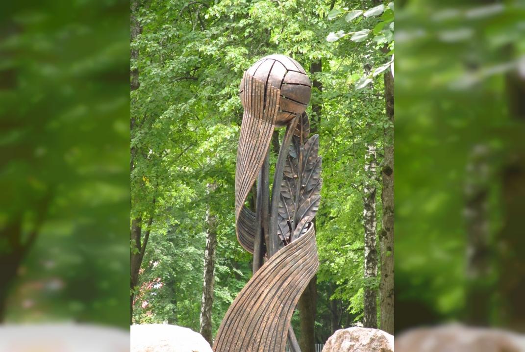 В Смоленской области завершена установка памятника в честь подвижников спорта