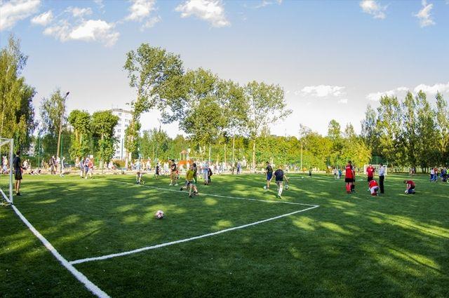 В Смоленске открыли новый школьный стадион на Киселевке