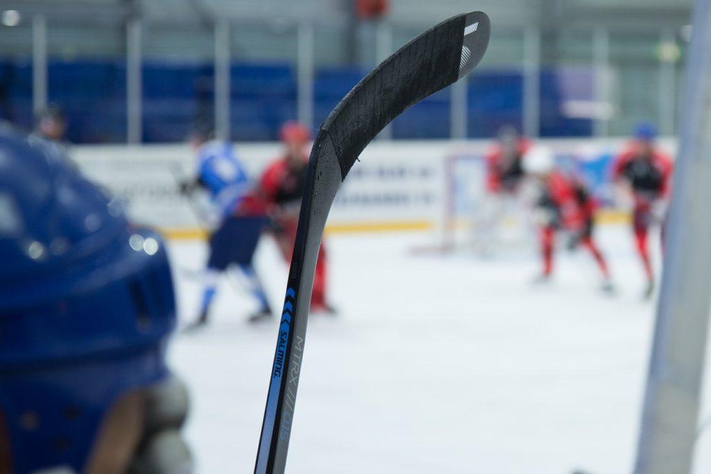 На льду в Смоленске молодые спортсмены сразятся в хоккей