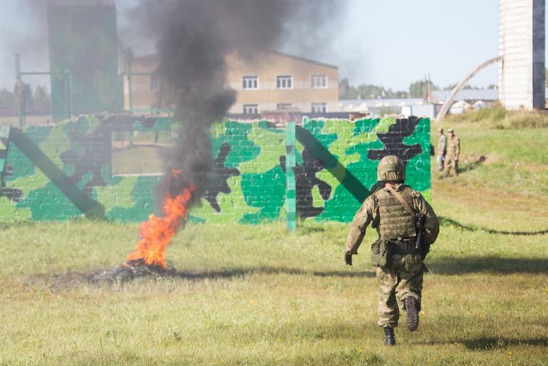 «Стрельба, взрывы и «Гвардейский биатлон». В Смоленской области соревнуются бойцы Росгвардии