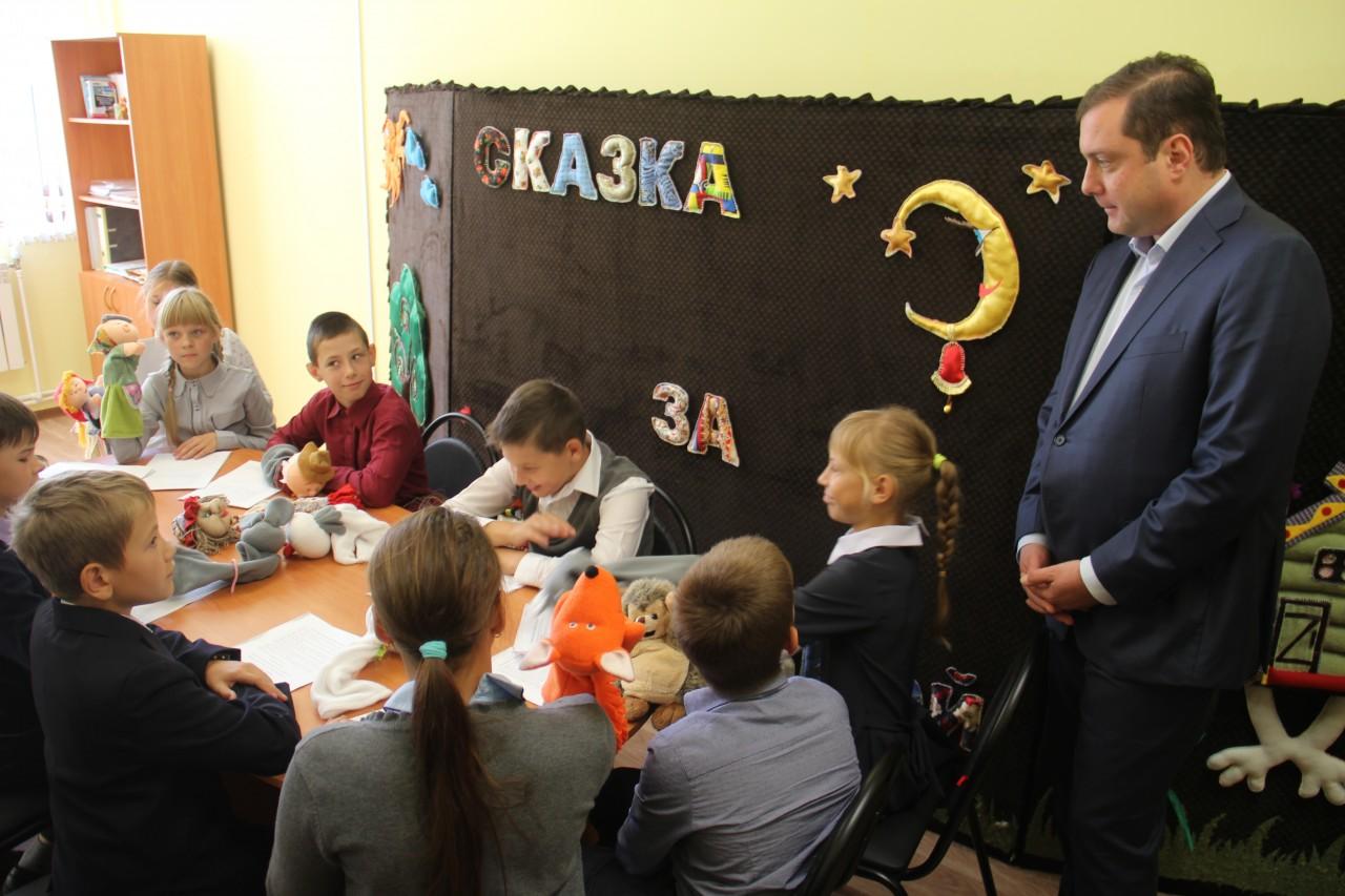 Алексей Островский открыл новый центр культуры «Энергетик» в Озёрном
