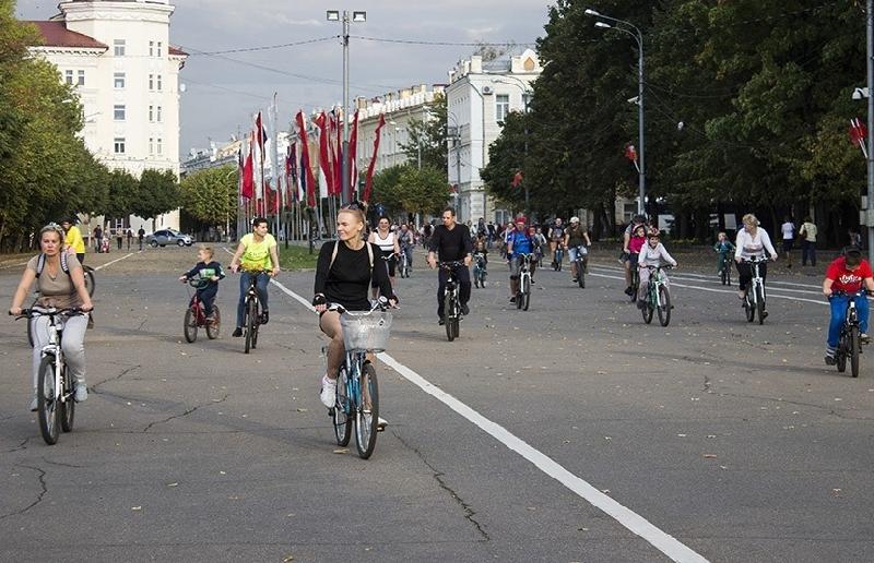 В Смоленске велопарад собрал более 300 участников