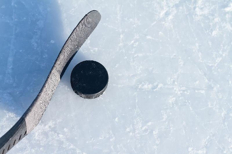 В Смоленске стартовал хоккейный турнир среди любителей