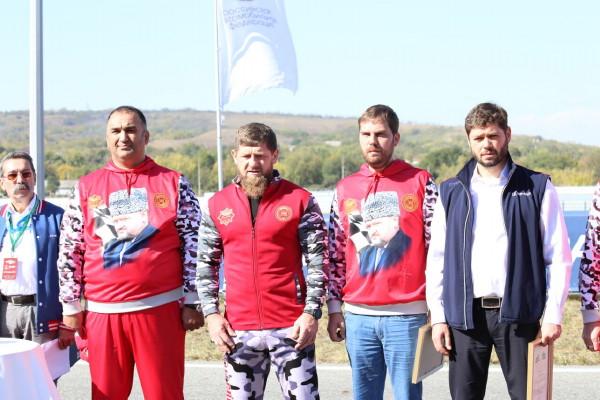 Рамзан Кадыров наградил директора «Смоленского кольца»