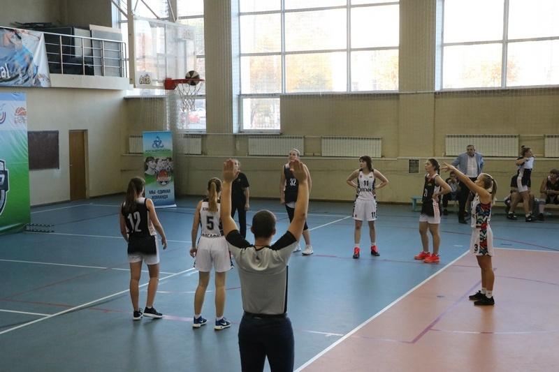 Праздник баскетбола в Смоленске: традиционный турнир и встреча с легендами спорта