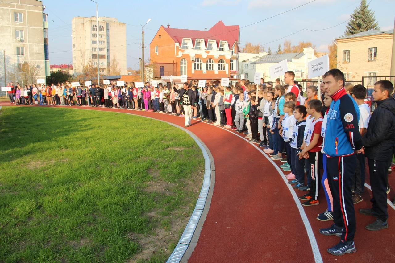 Алексей Островский открыл новые школьные стадион и спортплощадки в Гагарине