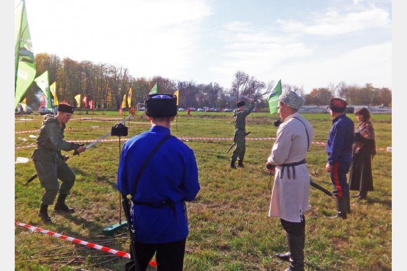 Смоленский юнармейский казачий отряд принял участие в соревнованиях по рубке шашкой
