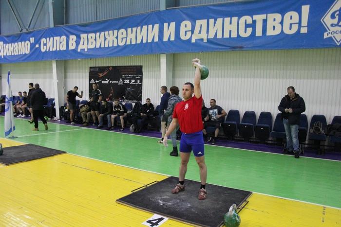 В Смоленске прошли соревнования гиревиков