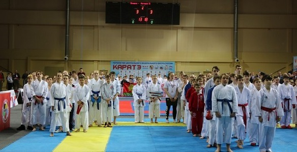 В Смоленске разыгрывают Кубок по каратэ памяти Георгия Бояринова
