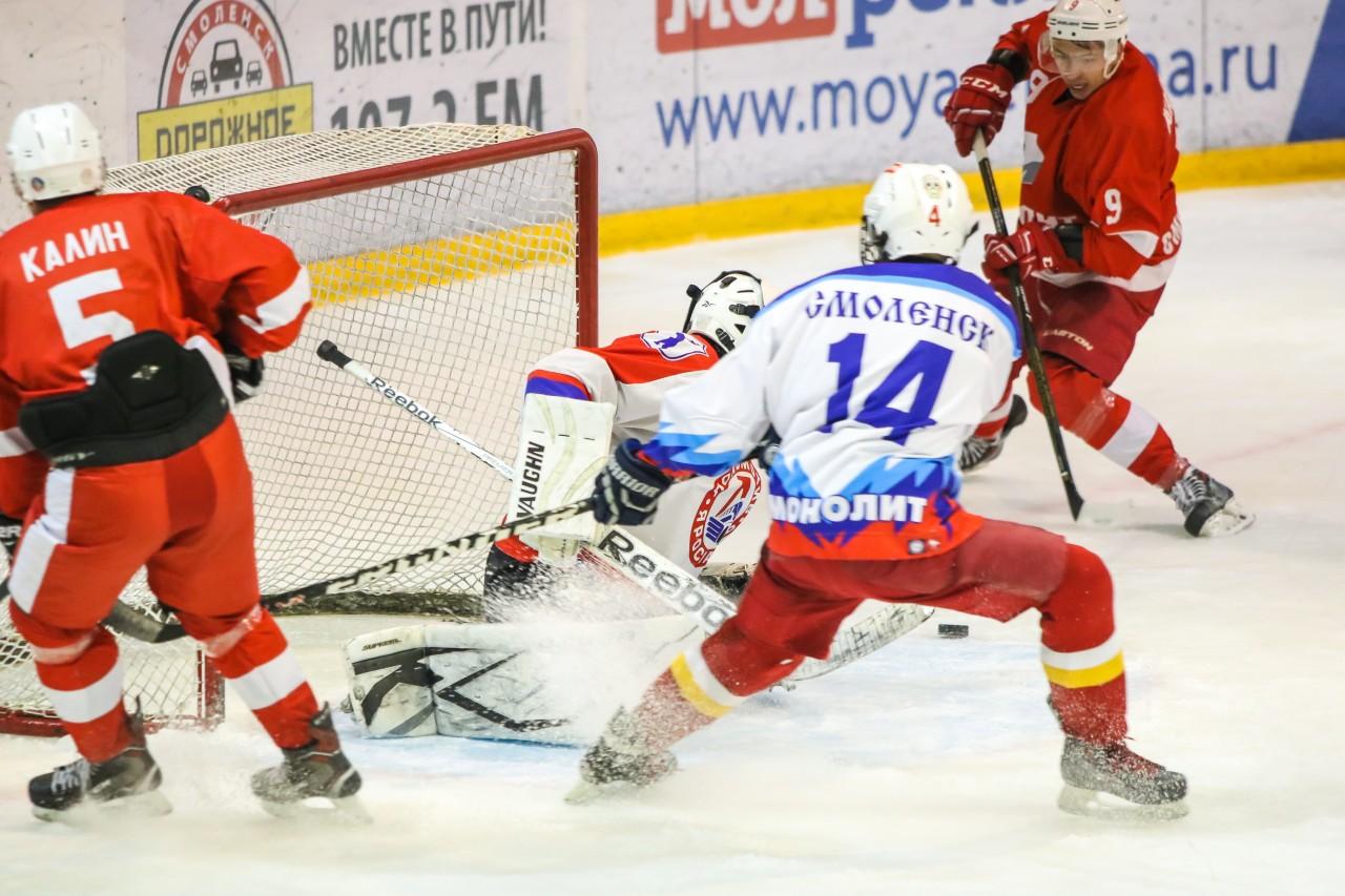 «Кристалл» и «Арбалет» лидируют в хоккейном чемпионате Смоленска